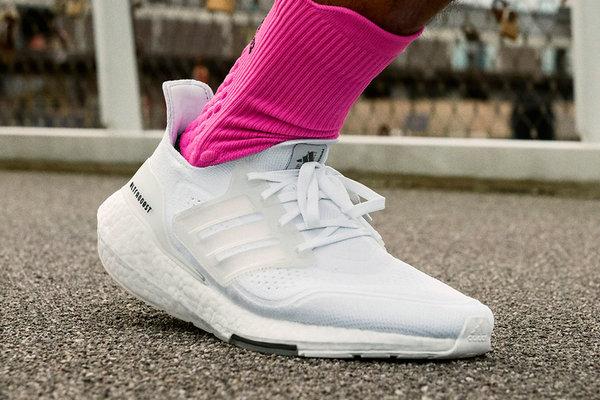 云白配色 Ultra Boost 2021 鞋款1.jpeg